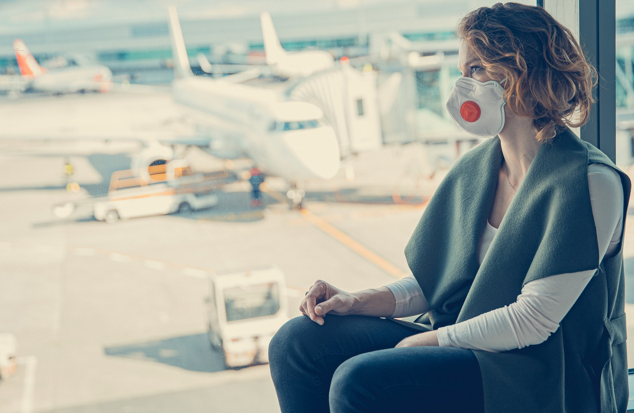 woman-with-a-medical-mask-on-her-face-at-the-airport_t20_ynrel2
